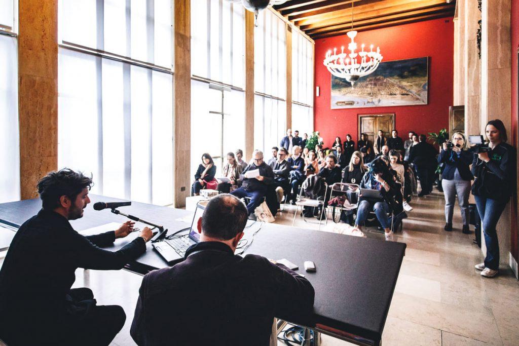 Van Gogh Tra il grano e il cielo conferenza stampa pesarese.