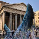 La balena di Greenpeace al Pantheon per la Plastic Free Week